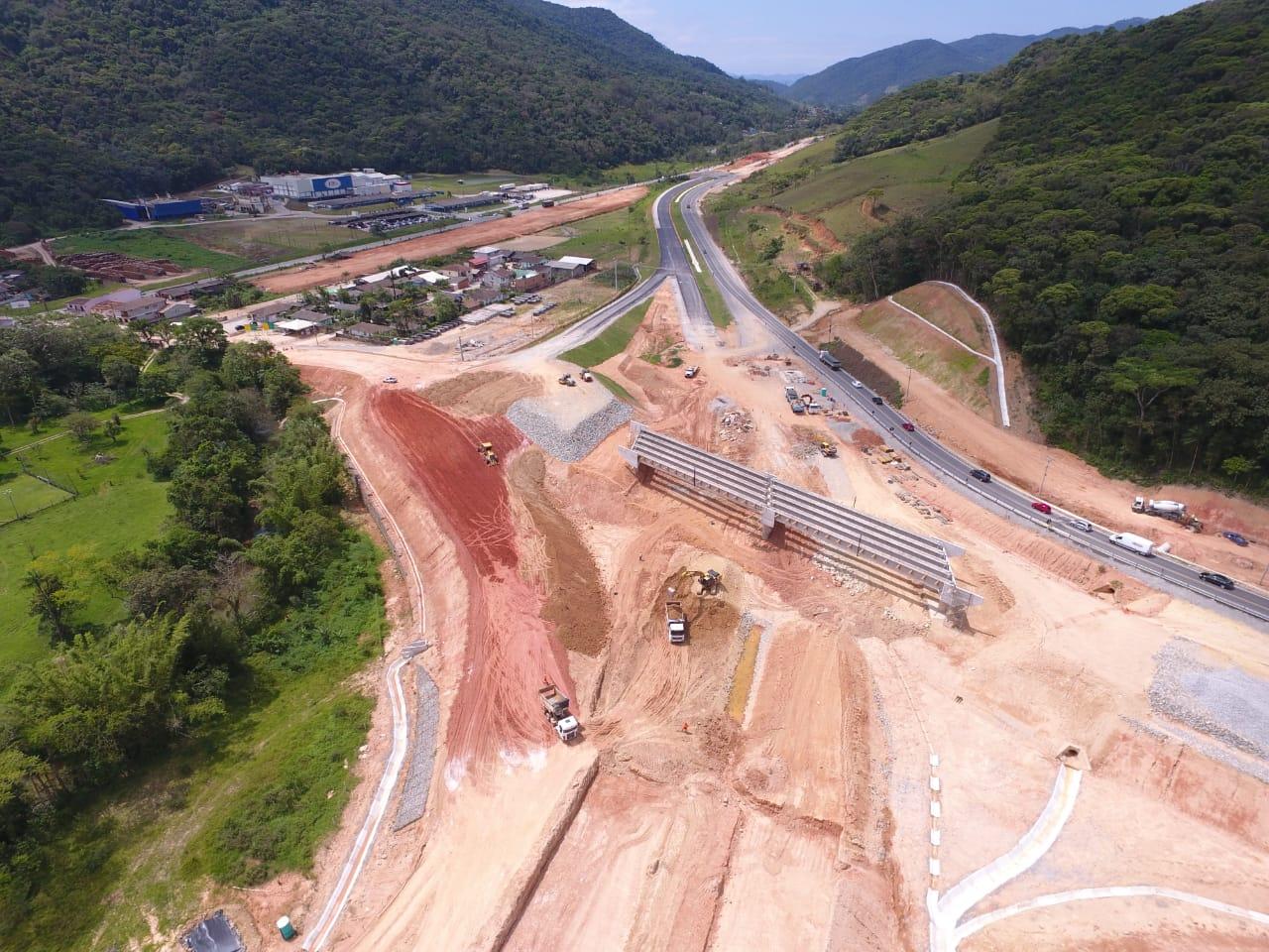 Contorno Florianópolis - PSU km 215+380 - Lançamento de Vigas