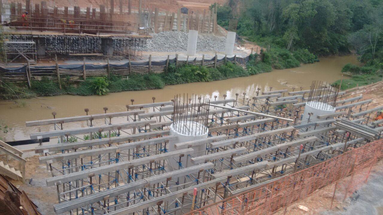 Contorno Florianópolis - Ponte Maruim Km 215+540 - Pilares e Escoramento Travessa