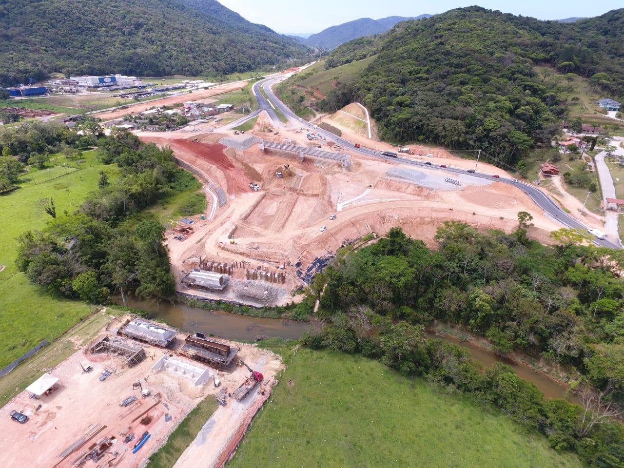 Contorno Florianópolis - Ponte Maruim Km 215+540 - Travessas